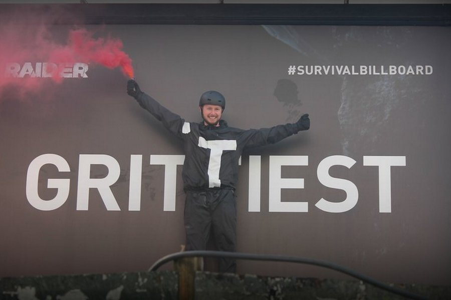 F9-survival-billboard-Outdoor-criativo